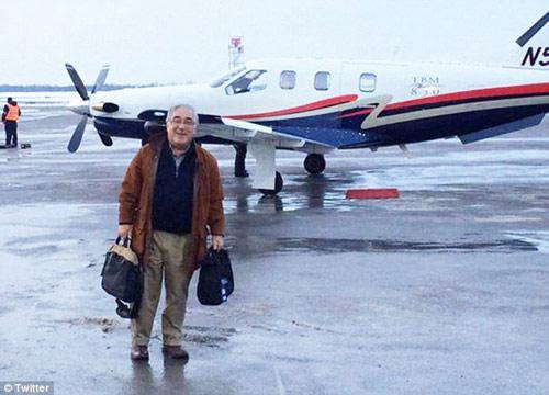 Ông Glazer và chiếc máy bay gặp nạn