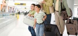 Khi trẻ đi máy bay