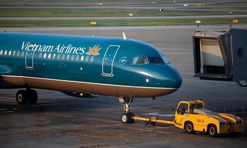 Cổ phần hóa Vietnam Airlines là một phần trong kế hoạch tái cơ cấu các doanh nghiệp giao thông, theo chỉ đạo của người đứng đầu ngành là Bộ trưởng Đinh La Thăng. Ảnh: Bloomberg