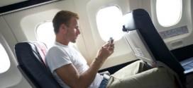 Lý do phải tắt điện thoại trên máy bay
