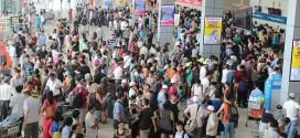 """Nóng bức, chậm trễ trong khâu làm thủ tục là nguyên nhân khiến Nội Bài lọt """"top"""" 10 sân bay tệ nhất châu Á."""