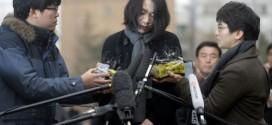 Cho Hyun-ah xin lỗi dư luận trước văn phòng Ban điều tra Sự cố Hàng không và Đường sắt ở Seoul