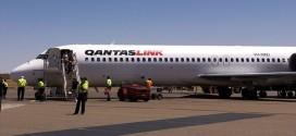 Một chuyến bay từ thành phố Melbourne tới Hobart, Australia, hôm 1/1, bị gián đoạn khi hành khách 18 tuổi có biểu hiện bất thường.