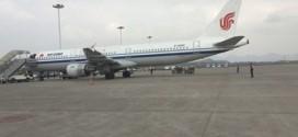 Chiếc máy bay của hãng Air China hôm qua phải hạ cánh khẩn cấp xuống sân bay Trùng Khánh sau khi bị dọa bom.