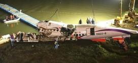 Chiếc máy bay bị nạn của hãng TransAsia được trục vớt.