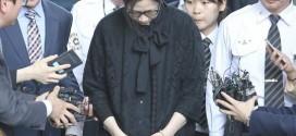 Bà Cho Huyn-an cúi đầu rời tòa.