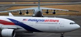 Một phi cơ của Malaysia Airlines đang đỗ tại sân bay.