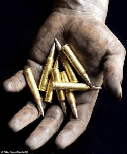 Một cơ trưởng của hãng hàng không United Airlines (Mỹ) đang bị điều tra về hành động ném 10 viên đạn vào thùng rác.