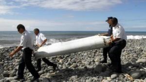 Phần cánh phụ của MH370 được tìm thấy trên đảo Reunion.