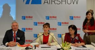 Đại diện Viejet và Airbus tại lễ ký hợp đồng ngày 10/11 tại Dubai.