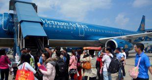 Các hành khách bị chậm hủy chuyến quá 6 giờ sẽ được lo chỗ ăn, ngủ.