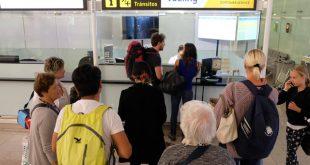 Tại quầy giải quyết sự cố của Hãng Vueling tại sân bay BCN
