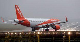 """Chuyến bay của hãng hàng không EasyJet buộc phải hạ cánh khẩn cấp vì sự cố """"mùi""""."""