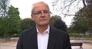 Ông Marc Garneau, bộ trưởng giao thông Canada, bày tỏ lo ngại về vụ tai nạn và yêu cầu người dân tuân thủ các điều luật liên quan khi vận hành máy bay không người lái