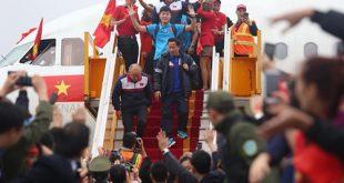 Đội tuyển U23 bước xuống từ máy bay Vietjet Air.