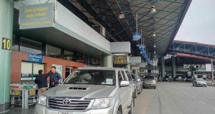 Cảng hàng không quốc tế Nội Bài vẫn thu tiền của tài xế đón trả khách.