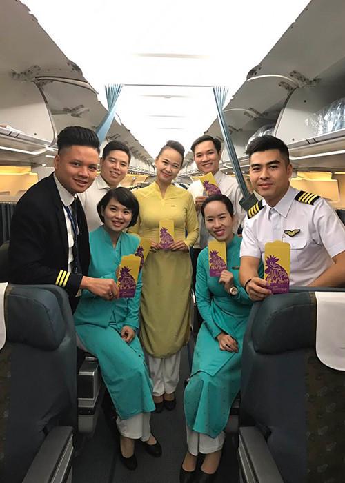 Tiếp viên Lê Hồng Minh và tổ bay