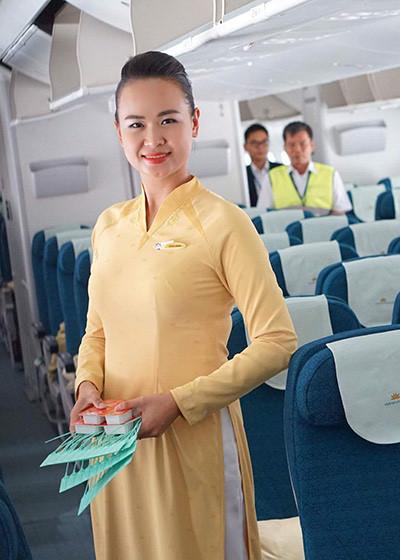 Tiếp viên hàng không Lê Hồng Minh