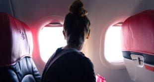 """Dù ngồi trên máy bay là trạng thái """"trong nhà"""", bạn vẫn có nguy cơ tiếp xúc với các tia có hại của mặt trời"""