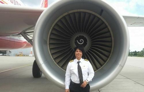 Nữ cơ trưởng Anupama Kohli của Air India