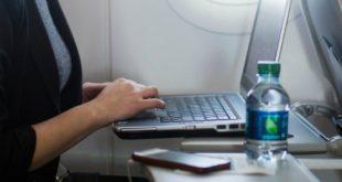 Hãy hạn chế sử dụng bàn gập phía trước ghế ngồi trên máy bay.