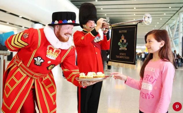 Cách du khách hẳn sẽ rất hứng thú với những chiếc cupcake đậm chất hoàng gia.