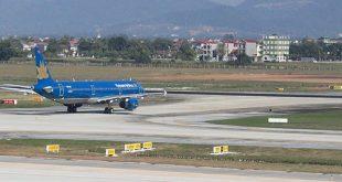 Đường băng sân bay Nội Bài bị xuống cấp do tần suất hoạt động mạnh.