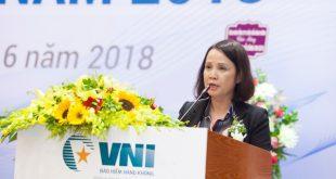 Bà Lê Thị Hà Thanh - Chủ tịch HĐQT Tổng công ty Cổ phần Bảo hiểm Hàng không (VNI) phát biểu tại Đại hội