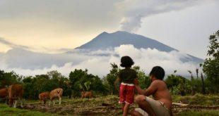 Núi lửa Agung hoạt động lại khiến ít nhất 48 chuyến bay bị hoãn
