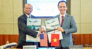 Ông Trịnh Văn Quyết trong lễ ký kết hợp đồng mua 20 máy bay từ tập đoàn Boeing.