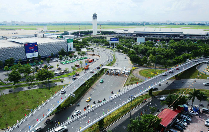 Cầu vượt thép tại nút giao Trường Sơn-đường Tân Sơn Nhất - Bình Lợi - Vành đai ngoài được xây để giảm ùn tắc cho sân bay Tân Sơn Nhất