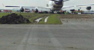 Máy bay của hãng Thai Airways trượt khỏi đường băng vì mưa to