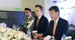 Phó Cao ủy Anh tại Pakistan Richard Crowder, Robert Williams, Giám đốc Kinh doanh Châu Á Thái Bình Dương và Trung Đông của British Airways và Zulfi Bukhari, Trợ lý Đặc biệt về người Pakistan và Phát triển nhân lực ở nước ngoài (từ phải sang) trong cuộc họp