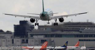 Nhiều chuyến bay tại sân bay quốc tế Gatwick đã phải chuyển hướng do một số máy bay không người lái bay trên không phận
