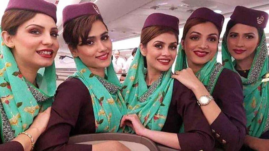 Các tiếp viên của hãng hàng không quốc tế Pakistan (PIA)